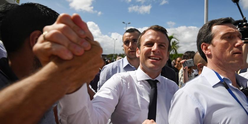 Macron-a-La-Reunion-On-va-encore-avoir-du-Hollande-pendant-cinq-ans-s-il-est-president.jpg